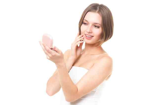 乾燥肌女子必見!乾燥肌に合ったファンデーションの選び方から使い方のサムネイル画像