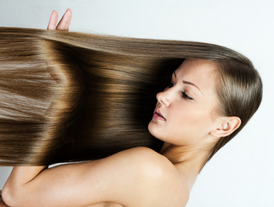 化粧水は髪の毛にも!パサついた髪の毛を化粧水で保湿する方法のサムネイル画像