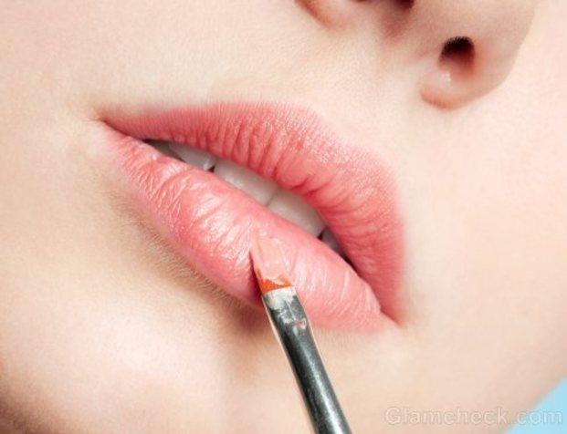 魅力的な唇に仕上げてくれる!人気のリップブラシランキングTOP10のサムネイル画像