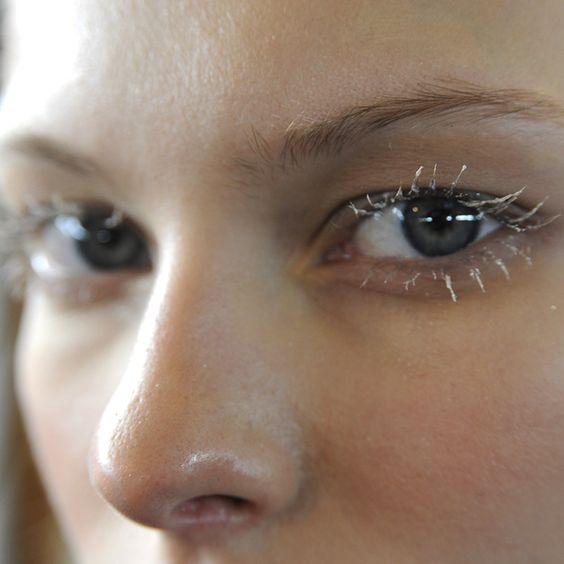 魅惑の目元をずっとキープ!マツエクの持ちを良くする方法についてのサムネイル画像