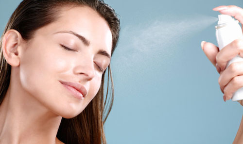 化粧直しにミスト化粧水はダメって本当?ミスト化粧水は乾燥するの?のサムネイル画像