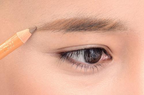 眉毛メイクはペンシルタイプが描きやすい!ペンシルアイブロウまとめのサムネイル画像