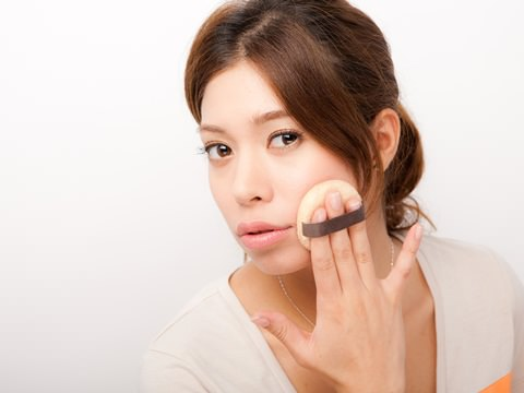 オシャレ女子のみんなが使ってる人気の化粧品アイテムを紹介中のサムネイル画像