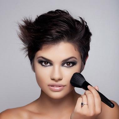 憧れの美容部員の華やかなメイクについて検証してみました!!のサムネイル画像