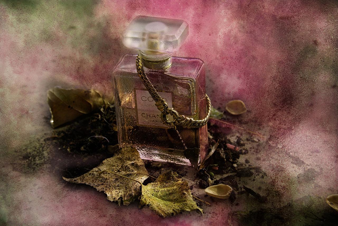 イイ女は香りを使い分ける♡大人の女性に人気の香水ランキングのサムネイル画像
