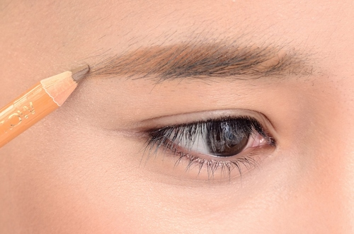 理想の眉とは?美人顔は綺麗なラインの眉毛でつくる!美人眉まとめ!のサムネイル画像