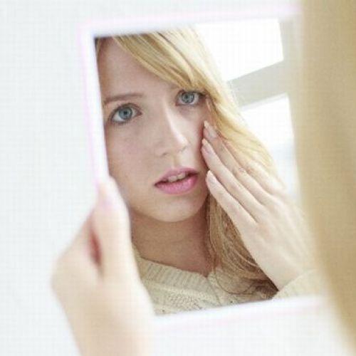ホルモンの不調があらゆる肌トラブルを引き起こす。対処法を徹底解説のサムネイル画像