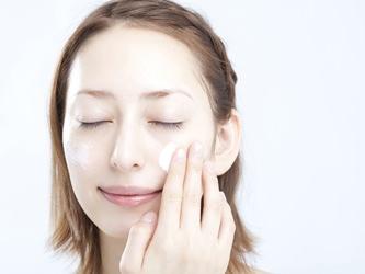 カサカサの乾燥肌にお悩みの方必見!乾燥肌におすすめ「化粧下地」♡のサムネイル画像