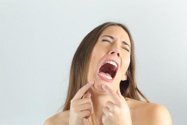 ニキビの悩み解決!!ニキビケアにおすすめの化粧品をご紹介します♡のサムネイル画像