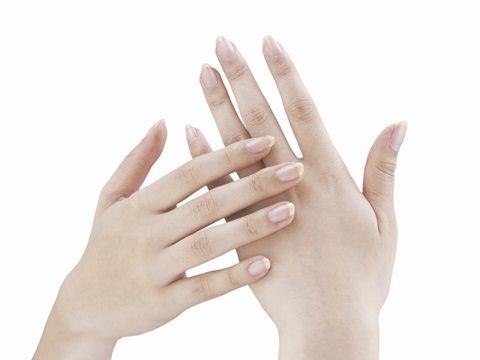 手の美白はUVケアから手の美白に必要なアイテムを紹介します!のサムネイル画像