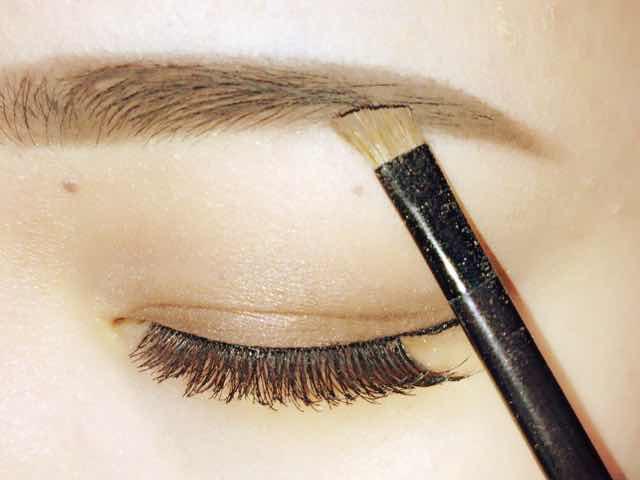 美女への一歩は眉毛から!キレイな眉毛の書き方をご紹介します!のサムネイル画像