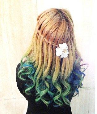 誰でも簡単に髪色チェンジ!おすすめのヘアカラースプレー♡のサムネイル画像