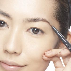 眉毛がボサボサ!?印象ダウン!?眉毛で損しない化粧まとめ☆のサムネイル画像