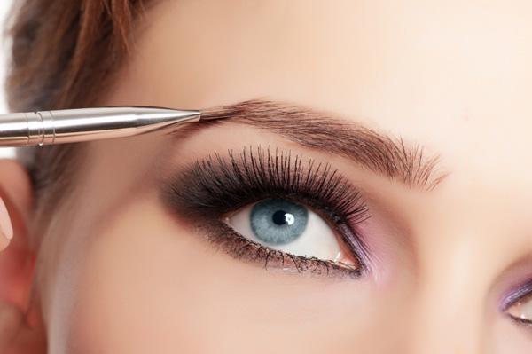 すっぴんでも美眉毛へ!眉毛美容液が今注目を集めています!のサムネイル画像