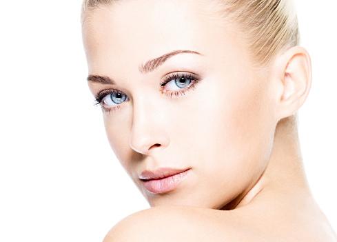 これであなたも透明感のある美肌に。おすすめファンデーション5選のサムネイル画像