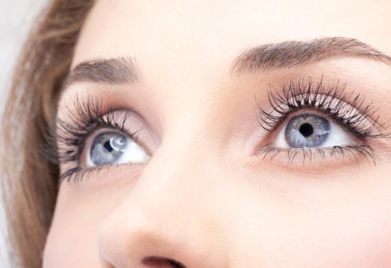 守りたくなるうるうるな瞳をつくる、おすすめの涙袋メイク方法のサムネイル画像