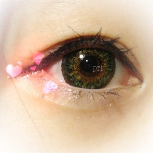【肌に馴染みやすい】盛りたいときのカラコンはグリーンがおすすめのサムネイル画像