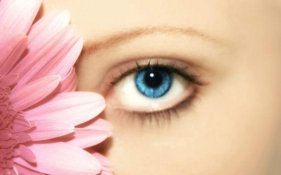 目力を強くする二重まぶたの作り方を知って目元の印象アップ!のサムネイル画像