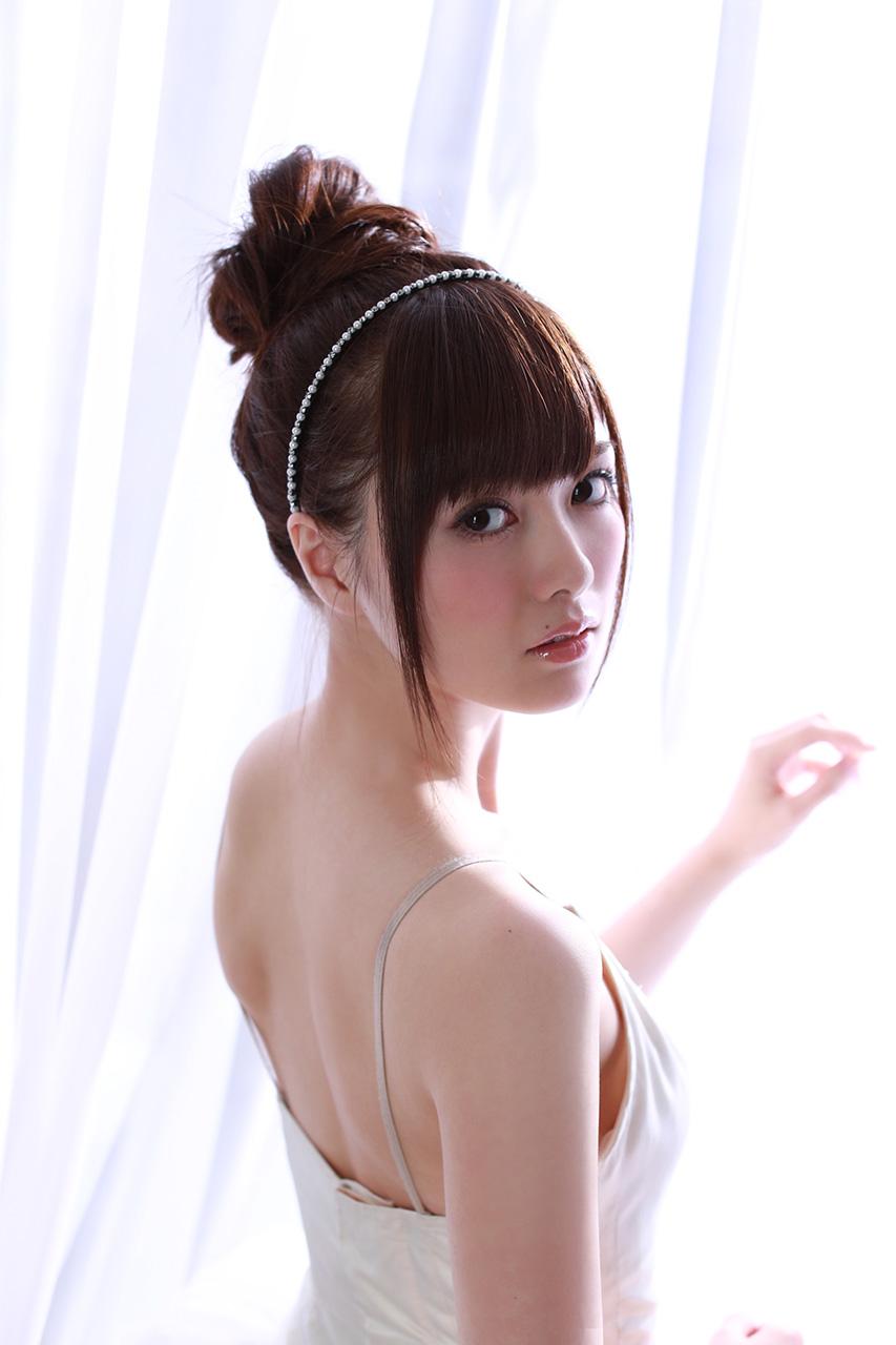 【女の子の憧れ】美しすぎるアイドル白石麻衣さんの愛用香水は?のサムネイル画像