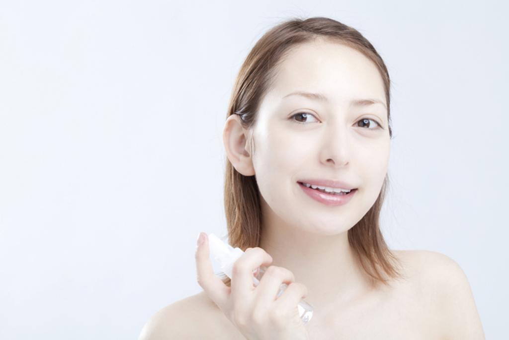 セラミド配合の化粧水とお肌の中にある化粧水成分を解説します!のサムネイル画像