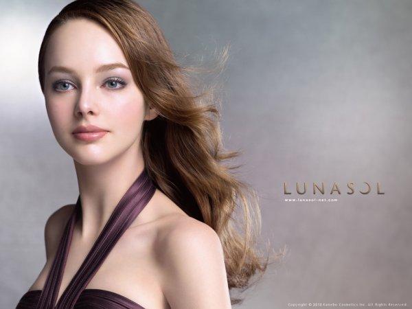 魅力的な唇に。ルナソルのリップで大人の女性になりませんか?のサムネイル画像