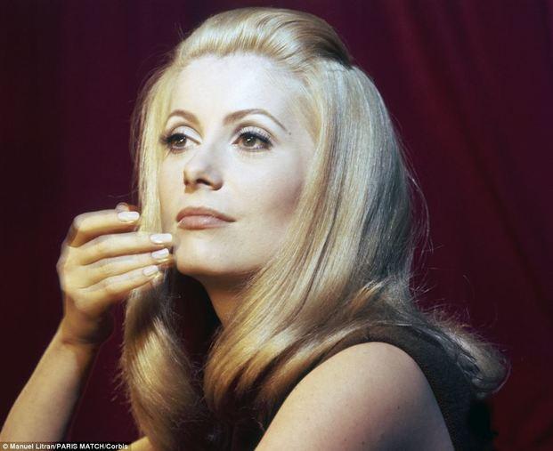 イブサンローランのコスメを使った女優メイク&スキンケアをご紹介!のサムネイル画像