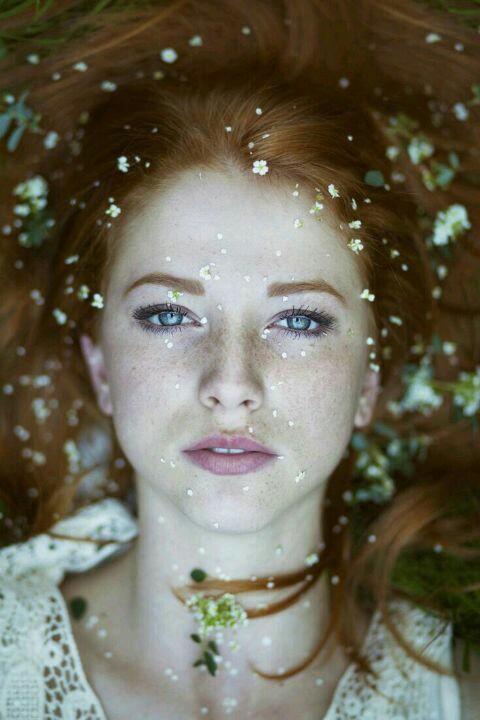 RMKの化粧品で、印象を変える。目が離せない女になりませんか?のサムネイル画像