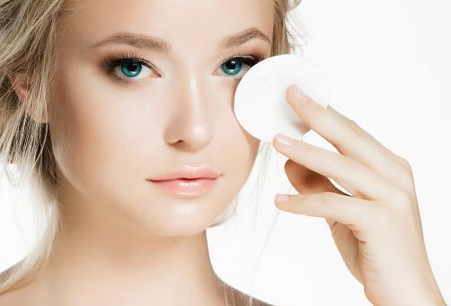 寝落ちしそうなときはこれを使って!便利な化粧落としシート特集!のサムネイル画像
