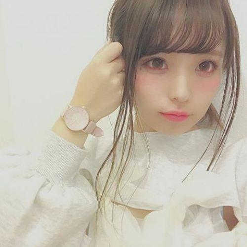 色白になりたい女子集合♡モデル愛用の【パープルベース】を真似っこのサムネイル画像