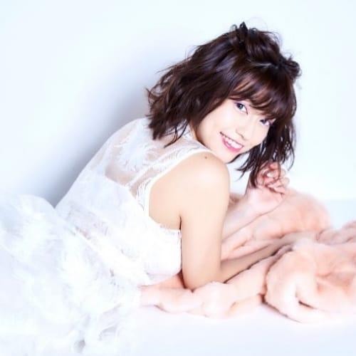 ベリーヘアは乙女カラー♡ピンク系カラーに似合うメイクが知りたい♪のサムネイル画像