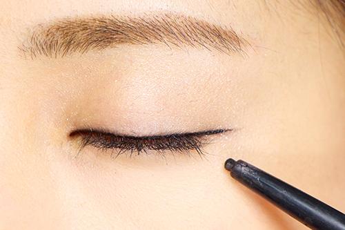 アイラインで優しい目元を作る!おススメのペンシルアイライナーのサムネイル画像