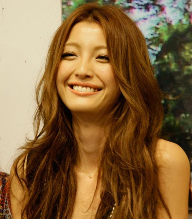 ママタレントとしても活躍中の木下優樹菜さんのメイクポイント☆のサムネイル画像