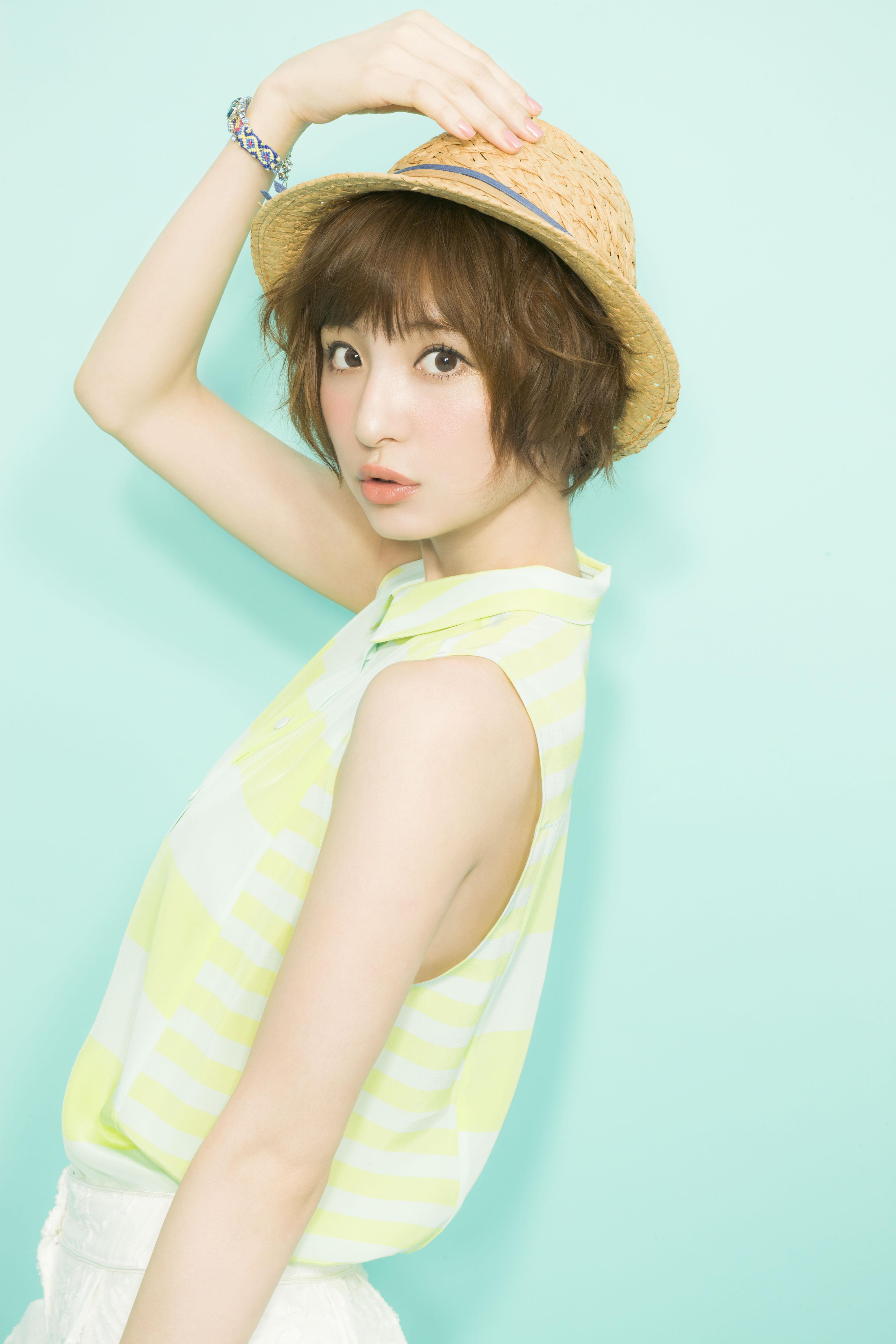 モデルとしても活躍中の篠田麻里子さんのメイクポイントを紹介☆のサムネイル画像