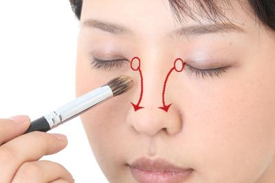 鼻の高さはメイクで変わる?整形不要の鼻のメイク法を教えます。のサムネイル画像