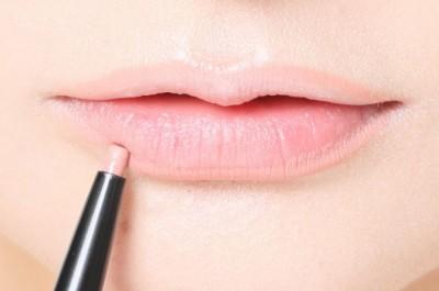 唇の輪郭をハッキリさせて、ぽってり唇に♡【リップライナー】とは?のサムネイル画像