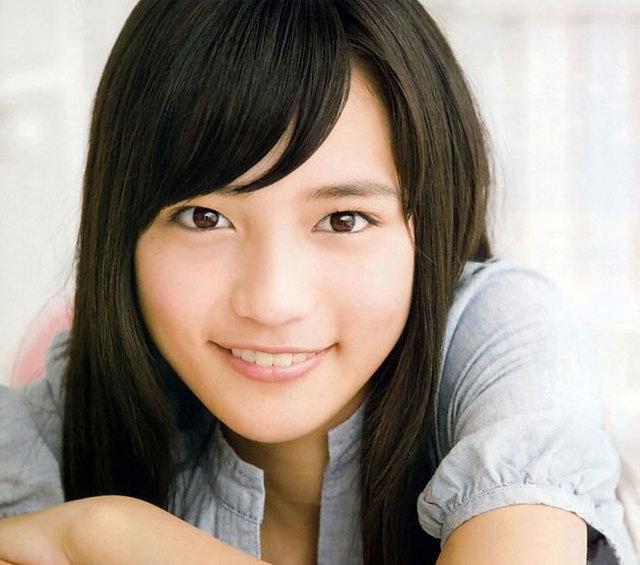 お手本にしたい!川口春奈ちゃんの黒髪に合うメイクのコツ♪のサムネイル画像