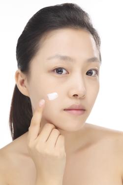 化粧下地は本当に必要?化粧下地のメリットとおすすめアイテムのサムネイル画像