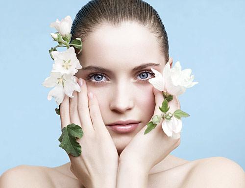 いま人気の化粧下地が知りたい!年代別人気ランキングを紹介♡のサムネイル画像