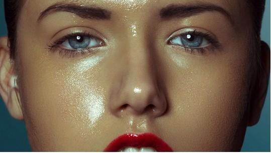 乙女の大敵!化粧崩れをしにくくするおすすめベースメイクアイテムのサムネイル画像