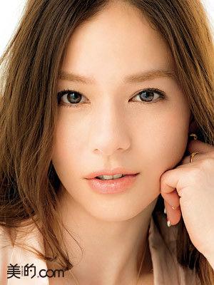 2016眉毛の流行りはこれ!太眉で平行眉☆いち早く取り入れましょう☆のサムネイル画像