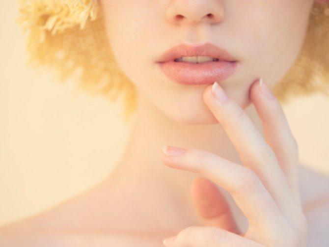何だか黒んずんでいるかも…自然なピンク色を唇を取り戻す方法とはのサムネイル画像
