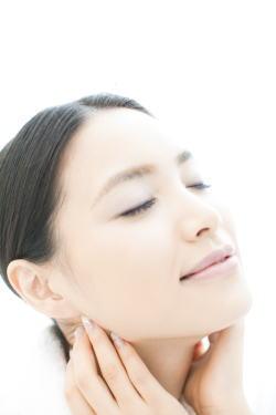 気になるシミ対策に!おすすめ美白化粧品を大公開しちゃいます♪のサムネイル画像