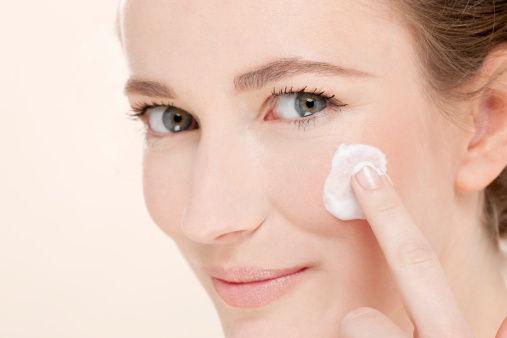 敏感性乾燥肌の方もお肌しっとりぷるぷるに♡ミノンのおすすめ乳液のサムネイル画像