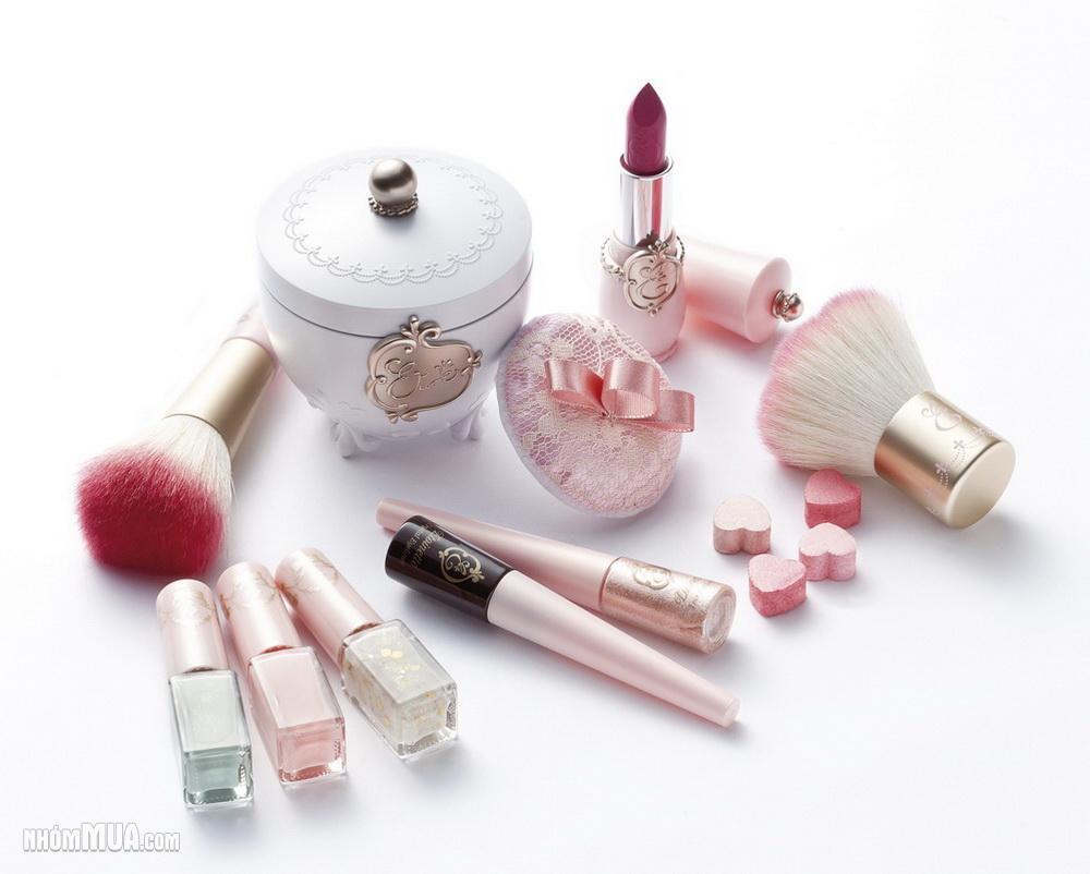 「アットコスメ」で今注目の人気のメーキャップ化粧品とは!?のサムネイル画像