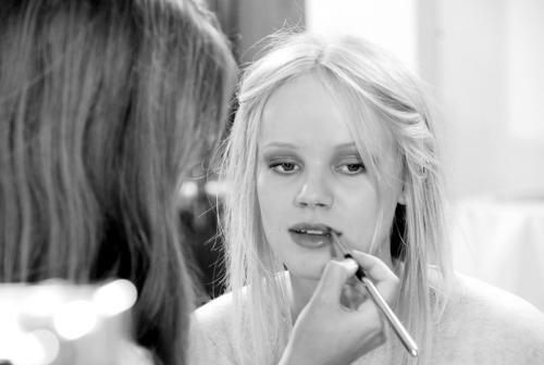 日々の研究が美への道!化粧動画でなりたい顔にステップアップ!のサムネイル画像