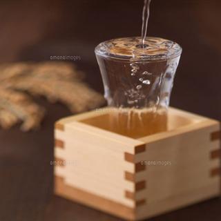 日本酒で化粧品?!日本酒から生まれた化粧品でツルツルお肌に♪のサムネイル画像