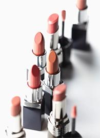 人気化粧品ブランド「カネボウ」のおすすめ口紅を紹介します!のサムネイル画像