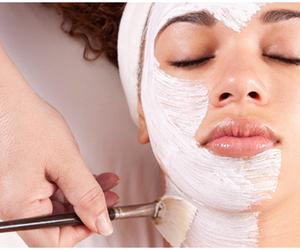 白く透き通る肌になりたい!美白になって女子力UPしましょ♡のサムネイル画像