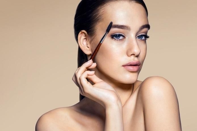 今流行りの平行眉毛!女性の顔の印象は眉毛で決まります!!のサムネイル画像