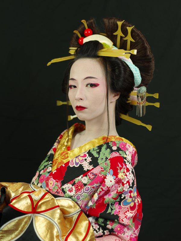 花魁風メイクで妖艶で華やかに大変身!成人式だけじゃなもったいないのサムネイル画像